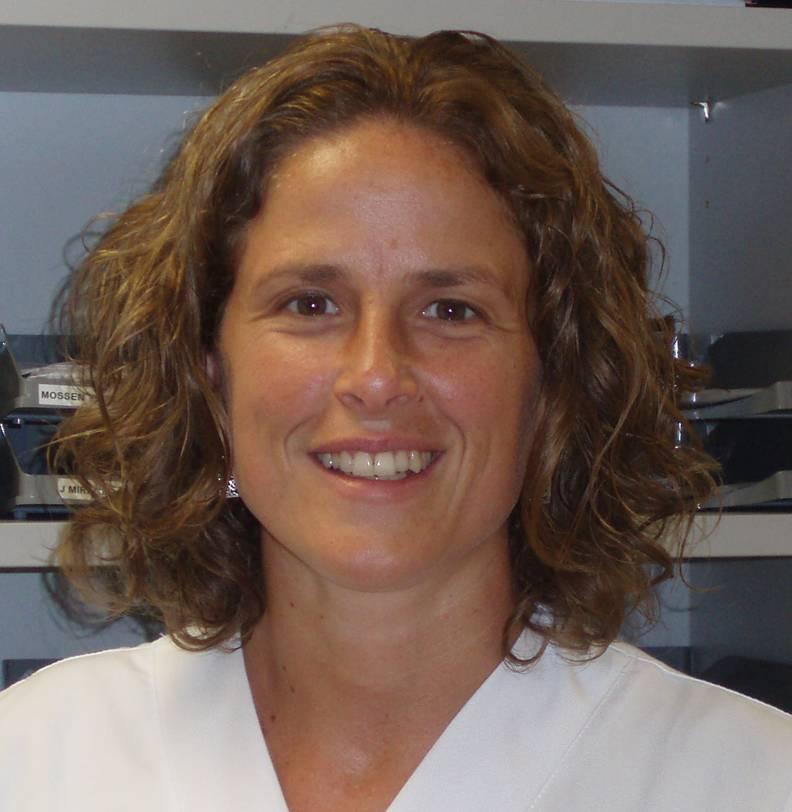Dra Elvira Hernández Mtez-Esparza